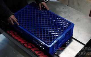Система откидных полок из пластиковых ящиков