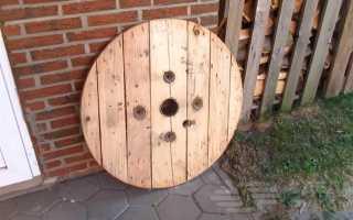 Барный стол из деревянной катушки для кабеля