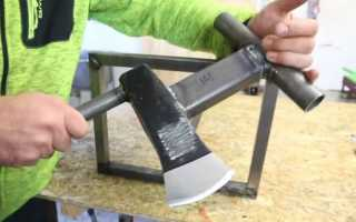 Металлическая стойка с колуном для быстрой колки дров