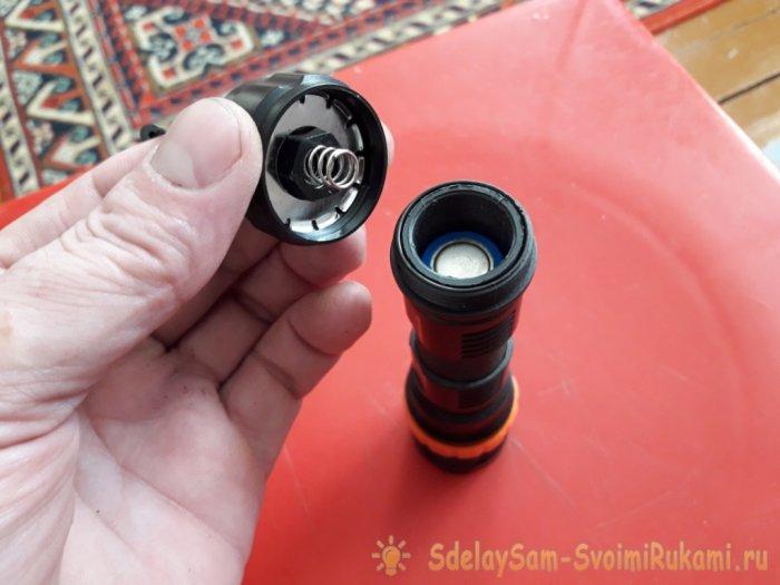 Модификация карманного фонарика с аккумуляторов ААА на аккумулятор 18650